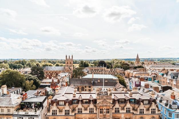 Vista de ángulo alto de high street of oxford