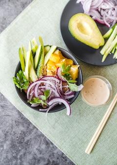 Vista de ángulo comida saludable con verduras