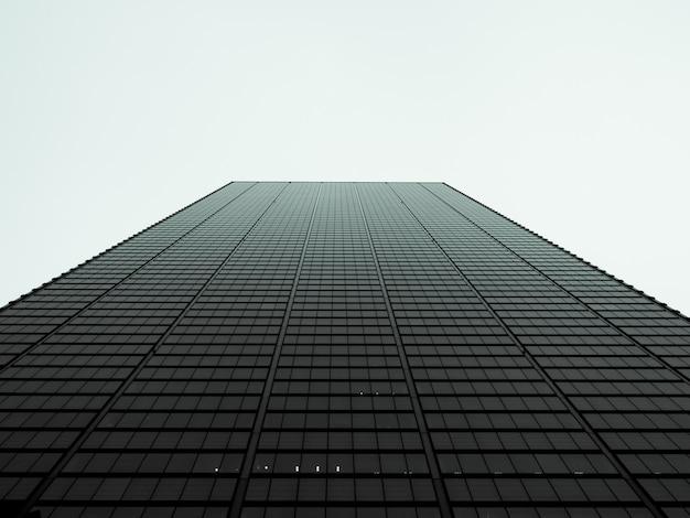 Vista de ángulo bajo en rascacielos