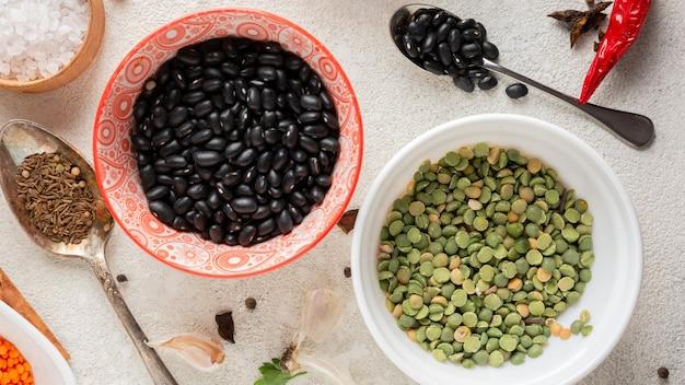 Vista anterior arreglo de comida india