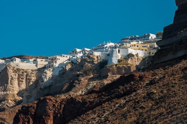 Vista del archipiélago griego de santorini durante el día.
