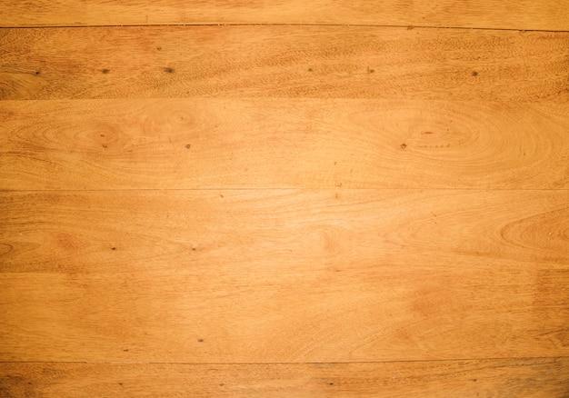 Una vista desde arriba del escritorio de madera