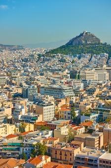 Vista de atenas con el monte lycabettus, grecia