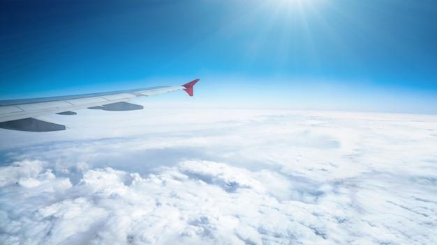 Vista desde el avión con cloudscape