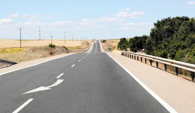 Vista de la carretera de asfalto