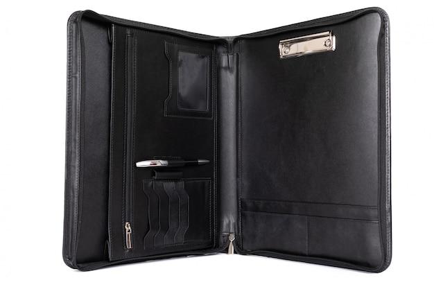 Vista de cartera abierta para documentos sobre un fondo blanco.