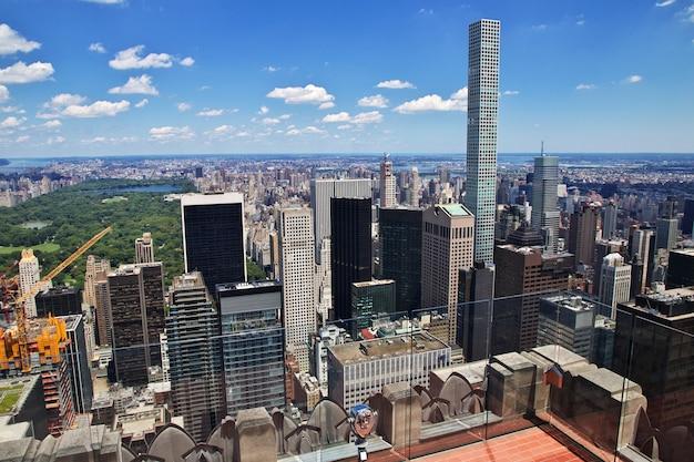 La vista desde el centro rockefeller en la ciudad de nueva york, estados unidos