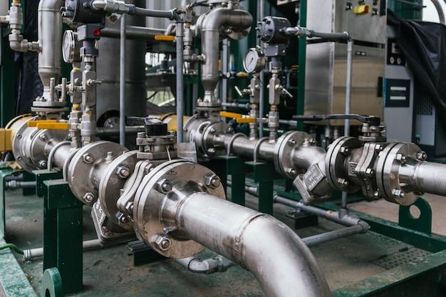 Vista de cerca de una amoladora cilíndrica - concepto industrial