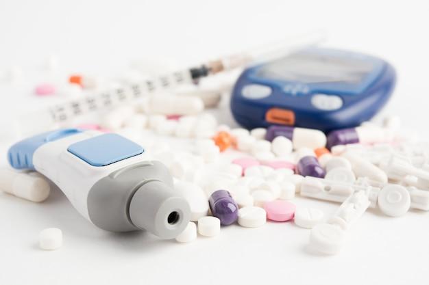 Vista de cerca del equipo de análisis de sangre para diabet