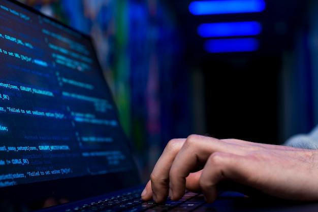Vista de cerca de hacker
