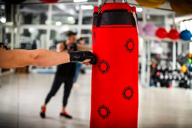 Vista de cerca de la mano del boxeador