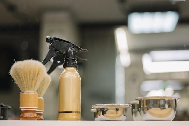Vista cercana de accesorios de peluquería