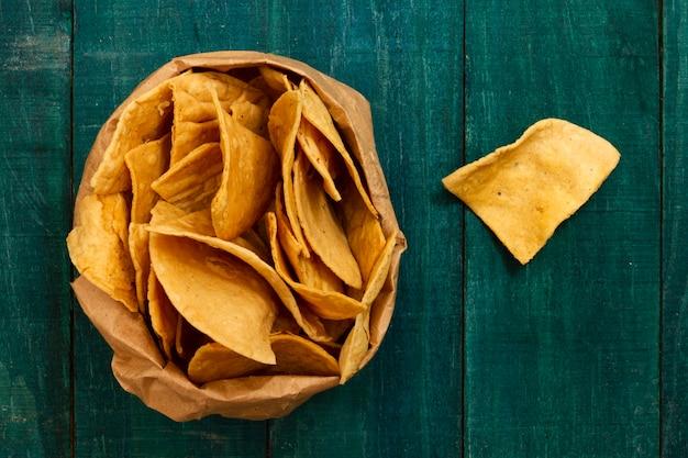 Vista cercana de chips de tortilla
