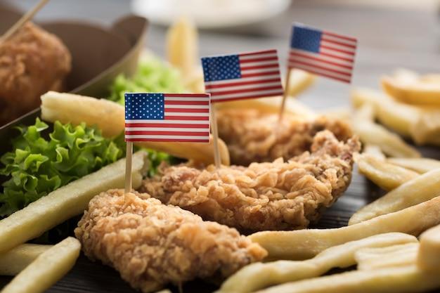 Vista cercana de comida americana