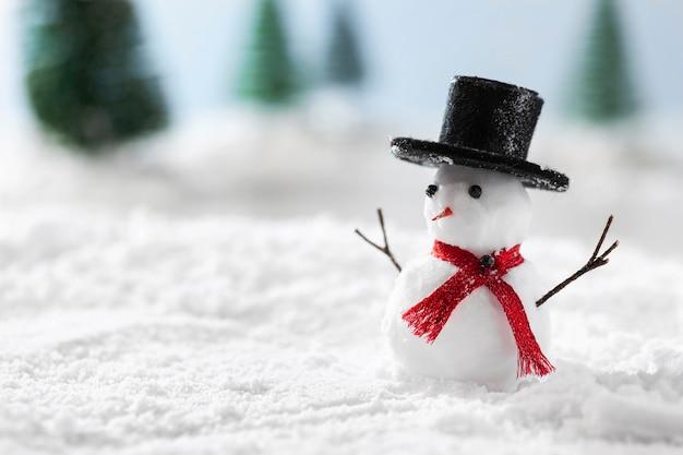 Vista cercana del concepto de invierno de muñeco de nieve