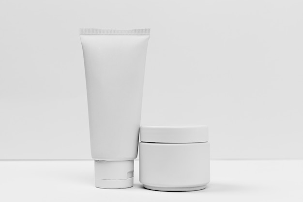 Vista cercana del concepto de tubo de crema cosmética