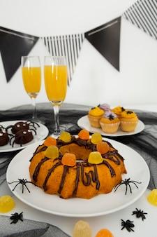 Vista cercana del delicioso pastel de halloween
