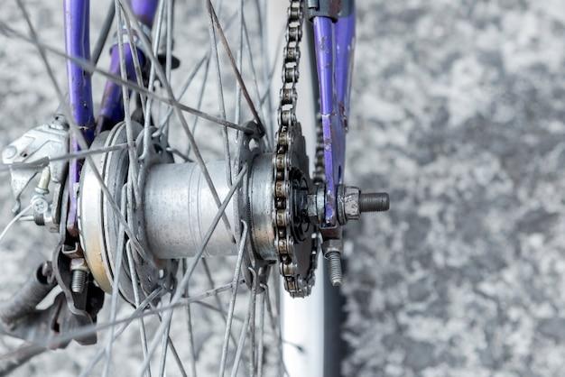 Vista cercana de las piezas de la bicicleta