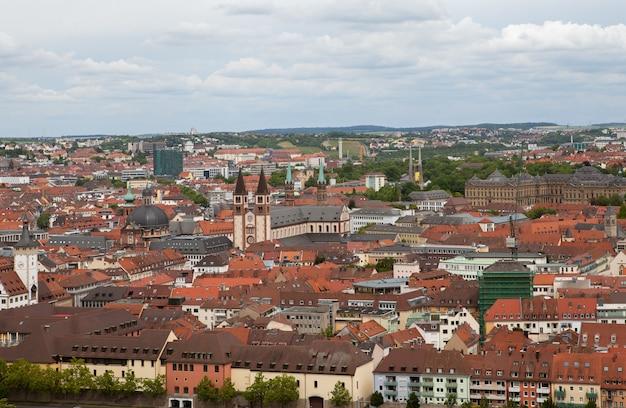 Vista de la ciudad alemana de wurzburg desde la colina