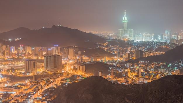 Una vista de la ciudad de la meca desde la montaña an-nur