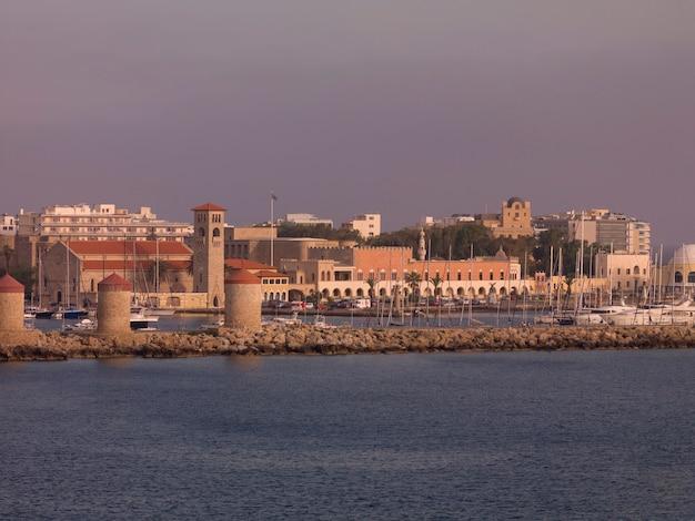 Vista de la ciudad de rodas en grecia