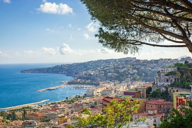 Vista de la costa de nápoles, italia