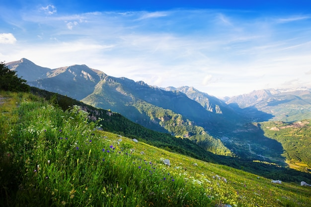Vista del paisaje de las montañas. huesca