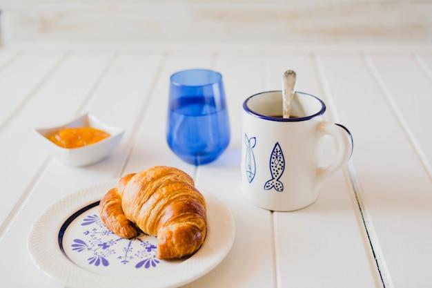 Vista del delicioso desayuno servido en la mesa