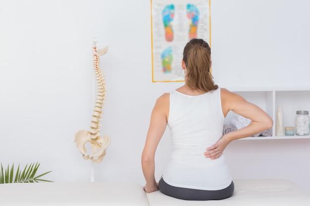 Vista de desgaste del paciente con dolor de espalda