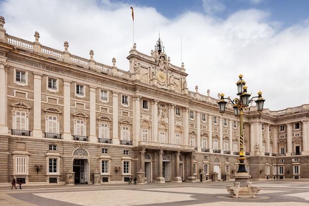 Vista del día del palacio real