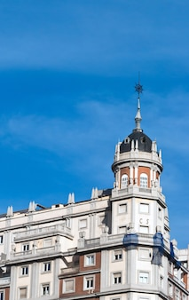 Vista de un edificio antiguo en madrid, españa