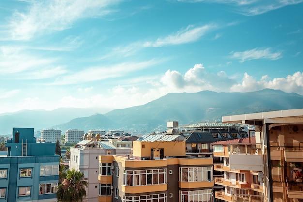 Vista de edificios de apartamentos en el paseo marítimo.
