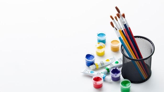 Vista frontal de aquarelle colorido con espacio de copia