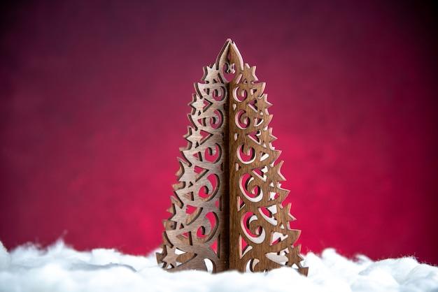 Vista frontal del árbol de navidad de madera