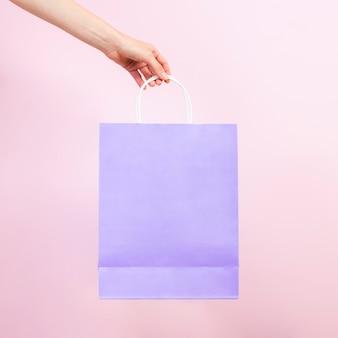 Vista frontal de la bolsa de papel pastel