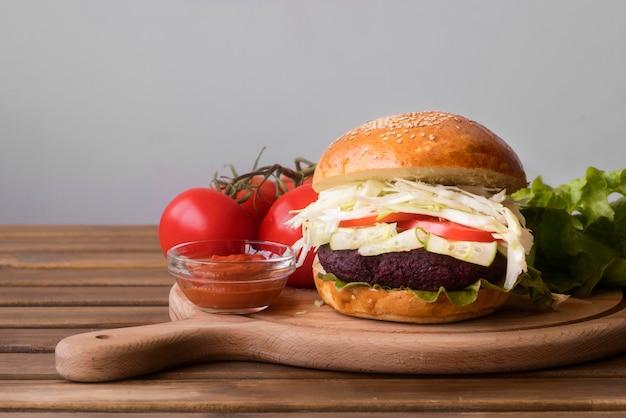 Vista frontal de comida para hamburguesas