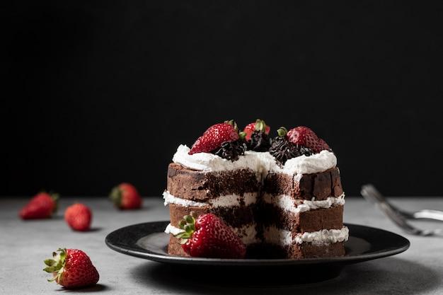 Vista frontal del concepto de delicioso pastel