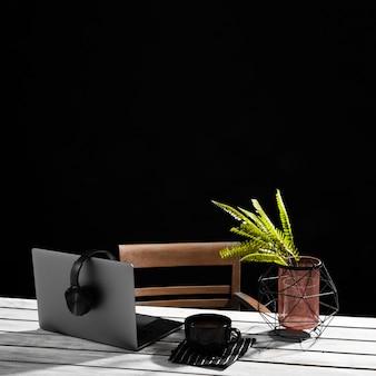 Vista frontal del concepto de escritorio con espacio de copia