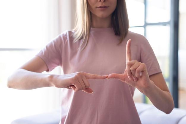 Vista frontal del concepto de lenguaje de señas