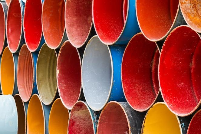 Vista frontal del tanque de aceite colorido.