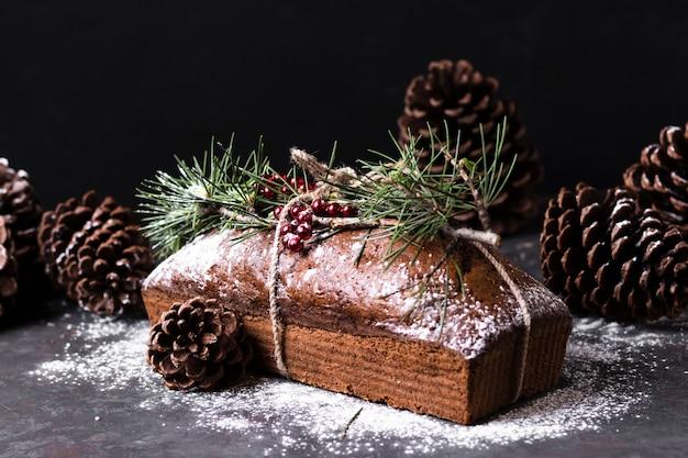 Vista frontal delicioso pastel hecho especial para navidad