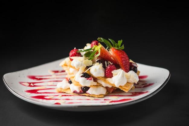 Vista frontal de deliciosos waffles dulces