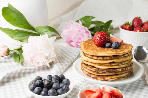 Vista frontal desayuno delicioso