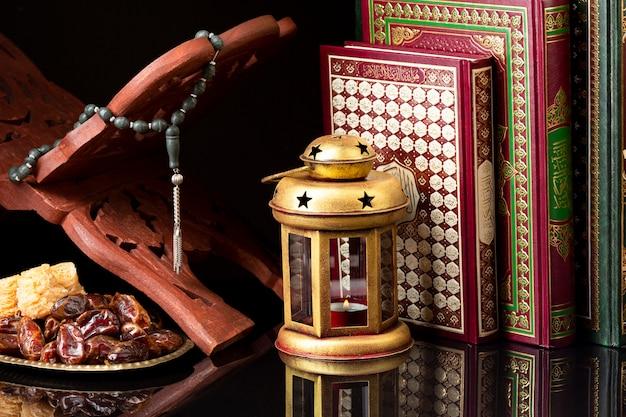 Vista frontal de elementos de celebración islámicos.
