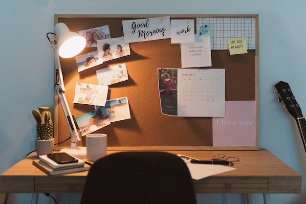 Vista frontal del escritorio de trabajo para estudiantes