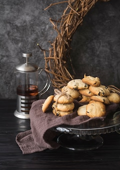 Vista frontal galletas de chispas de chocolate caseras