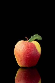 Vista frontal de la manzana con espacio de copia
