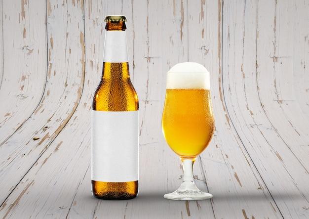 Vista frontal maqueta de botella de cerveza con vaso de cerveza pale ale de sesión y espuma. etiqueta en blanco sobre fondo de madera.
