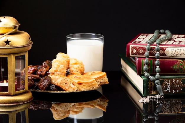 Vista frontal de la mesa festiva islámica.