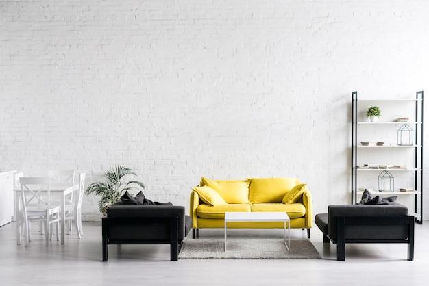 Vista frontal de la moderna sala de estar